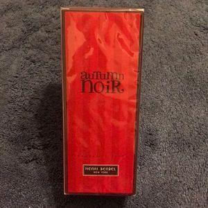Henri Bendel Autumn Noir fragrance reed
